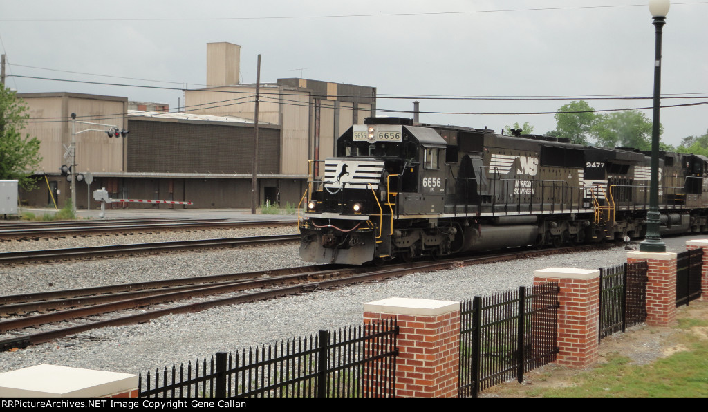 After container train clears NS 6656 is ready to take its train northbound