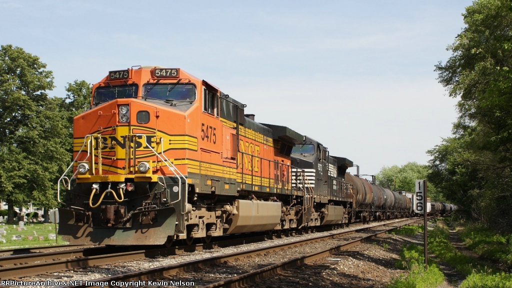 BNSF 5475 C44-9W