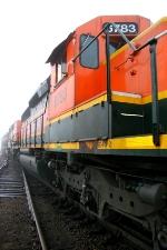 Hump set pulls a train by the hump