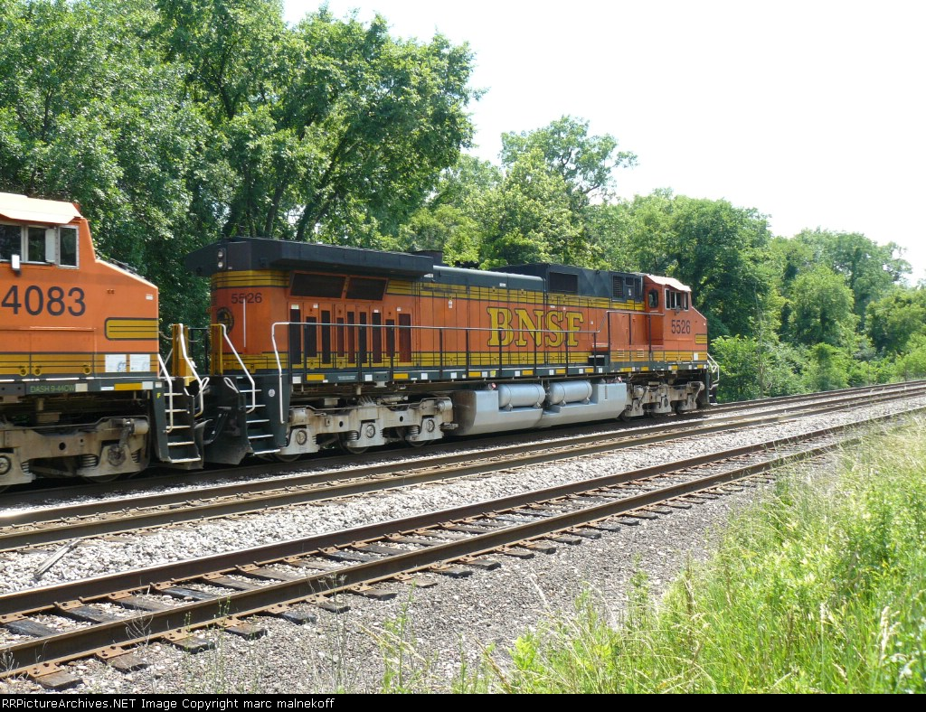BNSF 5526