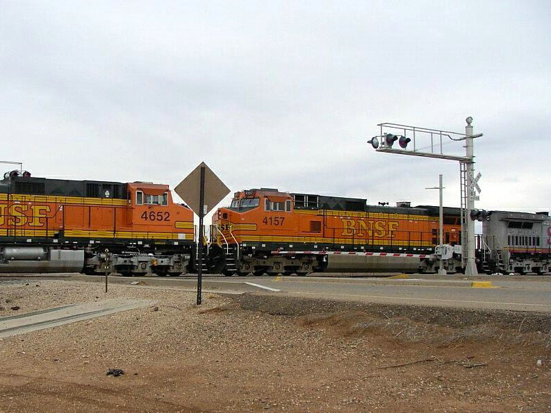 BNSF 4652 and 4157