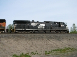 NS9886 D9-40CW a long way from home rails