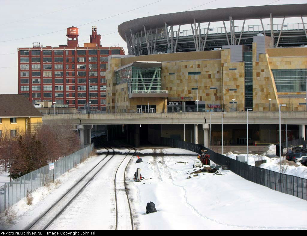 100220001 New coach service hookups for Northstar Commuter installed at Target Field Station