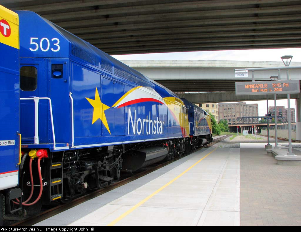 100801009 Northstar Train At Target Field Station
