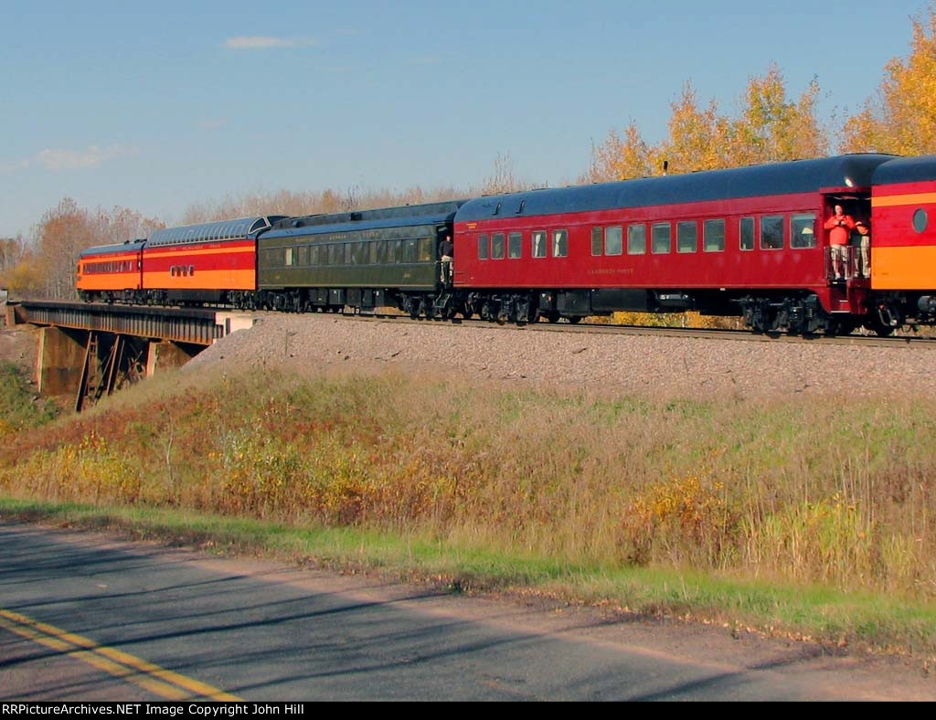 101009120 Northbound MILW 261 Fall Colors Excursion