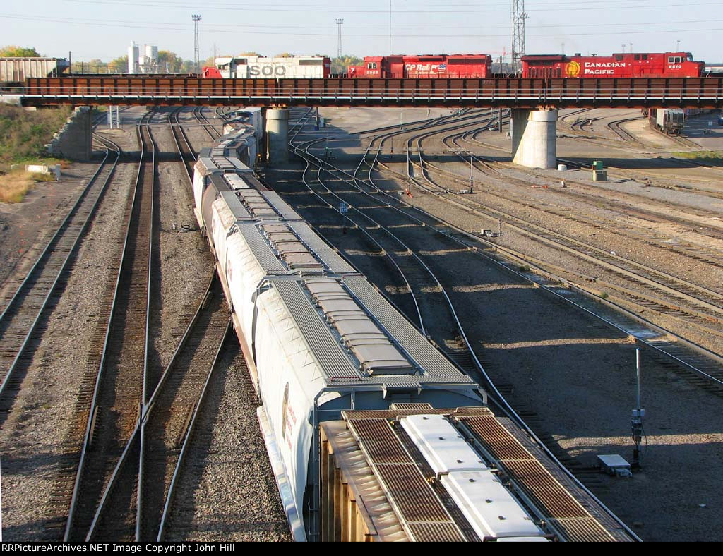 101009147 Eastbound CP Crosses Over BNSF Northtown Yard