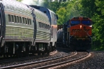 AMTK 281 meets Q380 with a BNSF leader