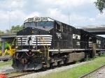 NS 7593 in the CHW yard