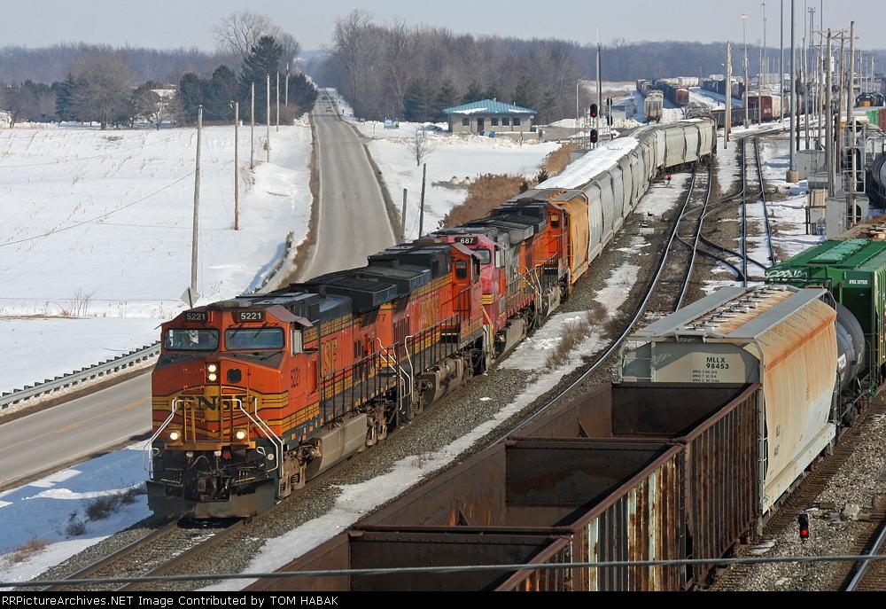 BNSF 5221 on CSX Q389-19