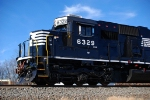 11-13-2010: The shiniest SD40E. Till 6330 gets released