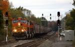 BNSF 5368 brings an eastbound grain train towards Selkirk