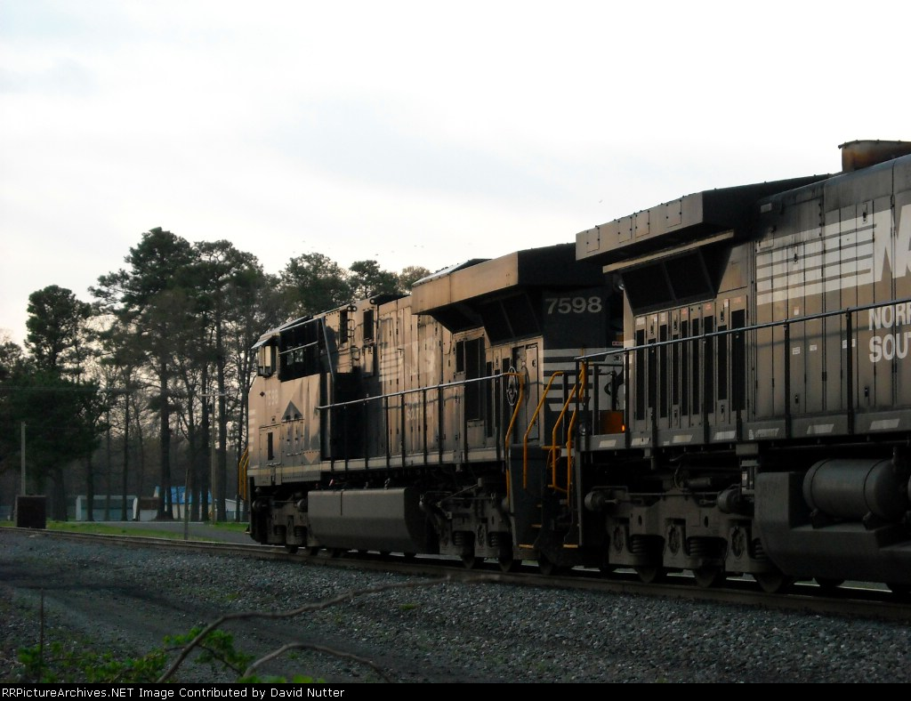 NS 12G southbound train