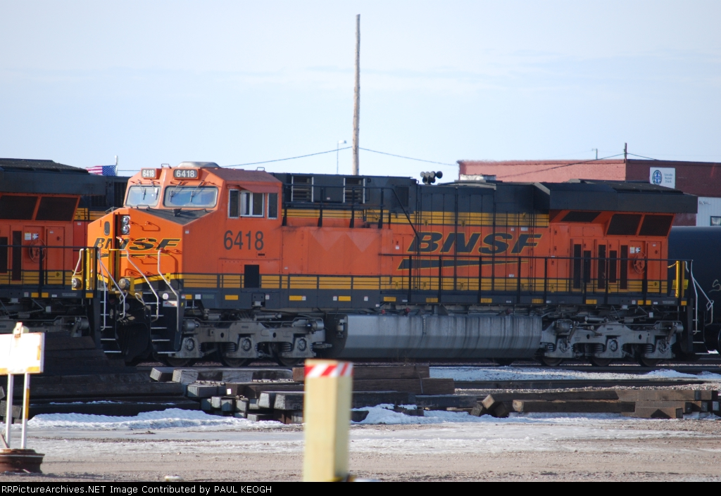 BNSF 6418 with crew door open waits to roll as a second unit behind BNSF 6424.