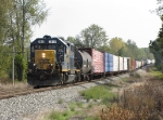 CSX 2517 leads a long D708-21 west from Ensel Yard