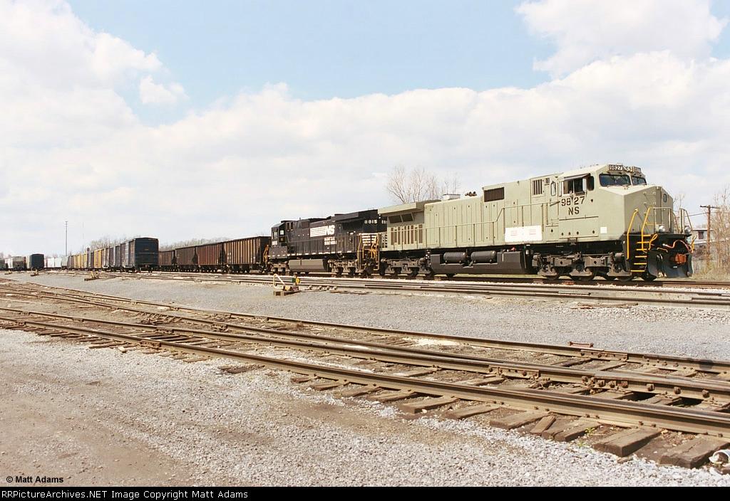 NS 9827 tied down on the CSX (ex-WM) Yard.