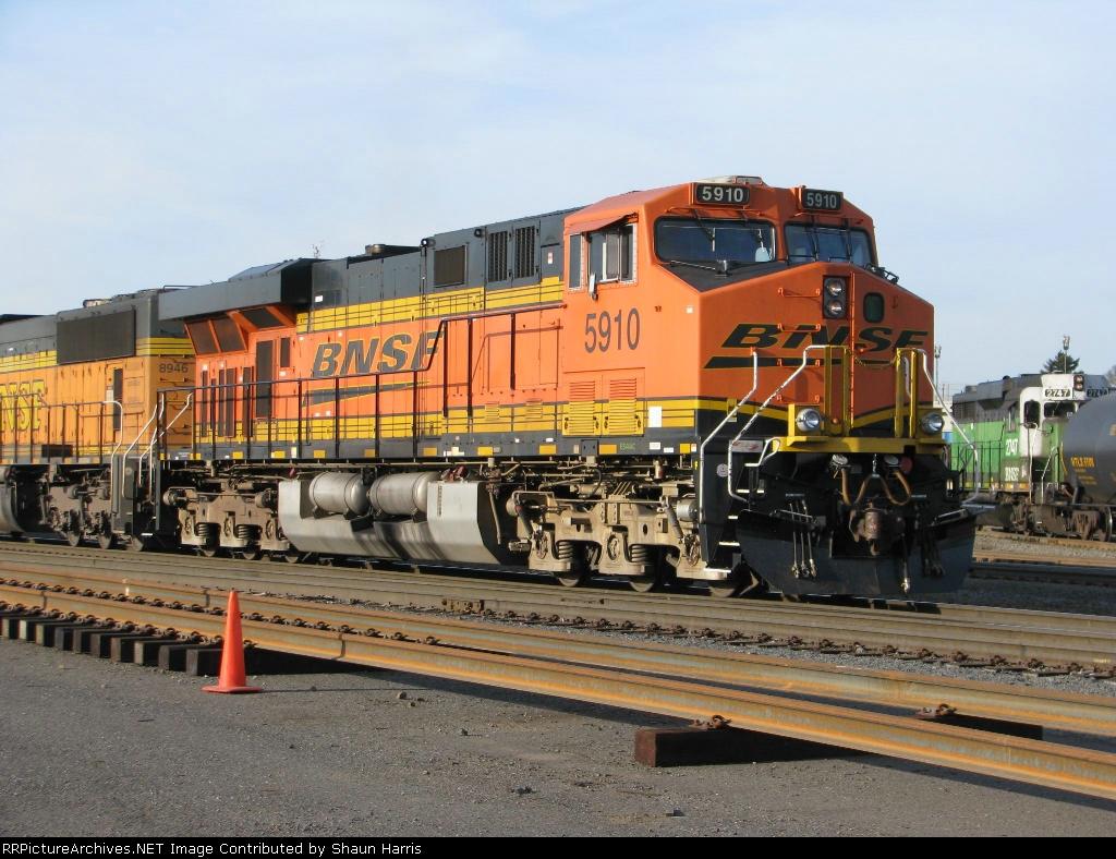 BNSF5910 ES44AC