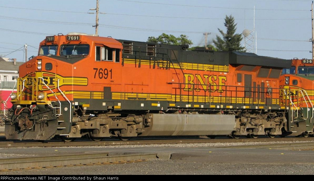 BNSF7691 ES44DC