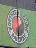 """NP"" logo on BNSF2075"