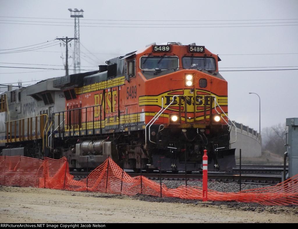 BNSF 5489