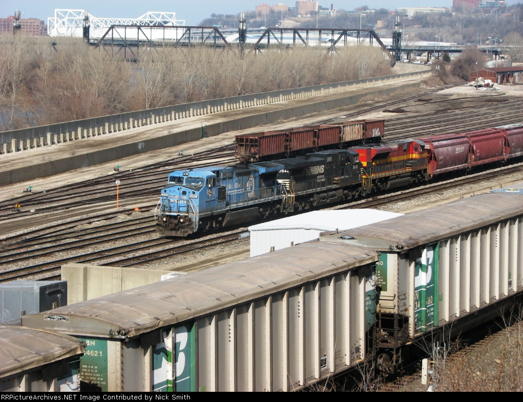 NS 8432 leads a BNSF mixed freight toward Argentine Yard