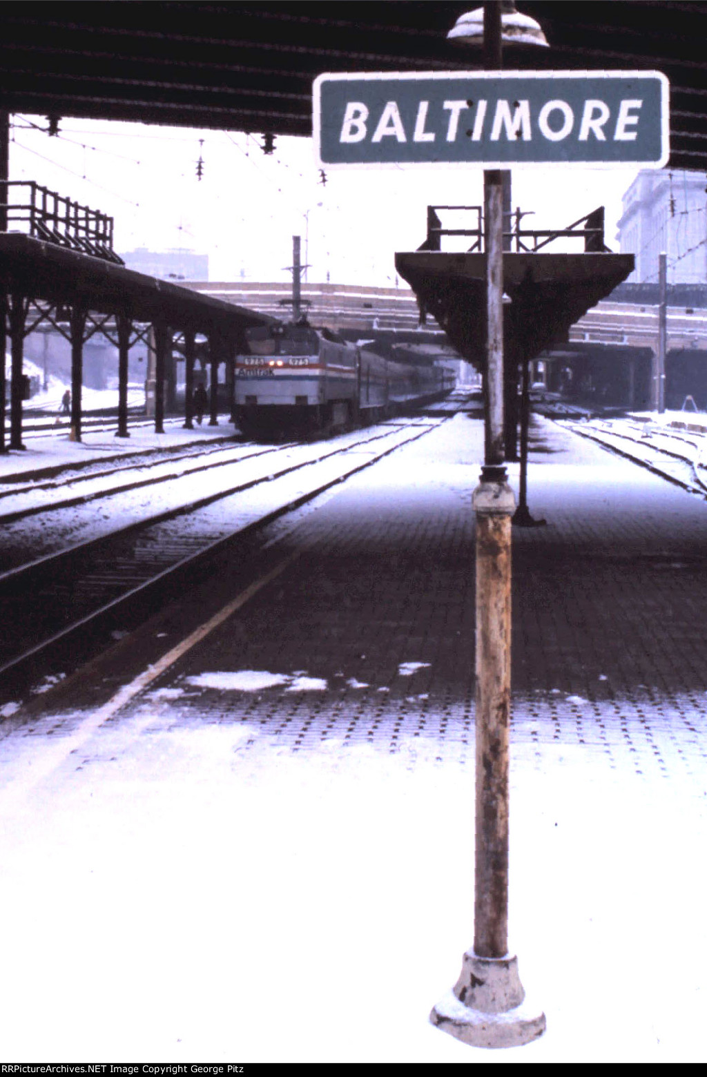 Amtrak E60 975 at Baltimore
