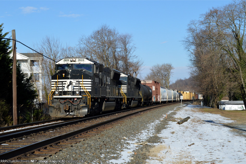 NS 2624 and train 34A