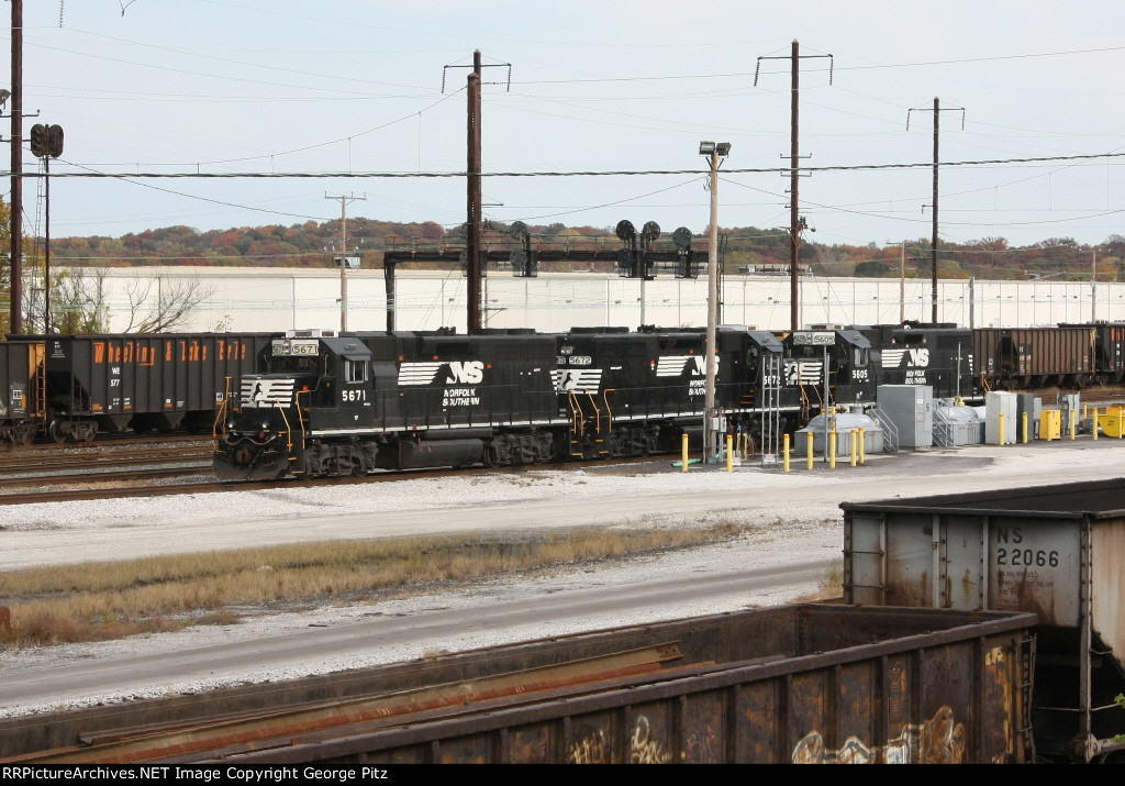 NS GP38's on the pad at North Point