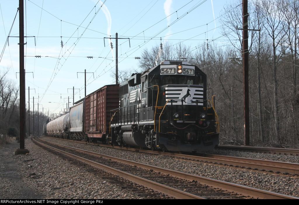 NS train HO4 at Chase, MD