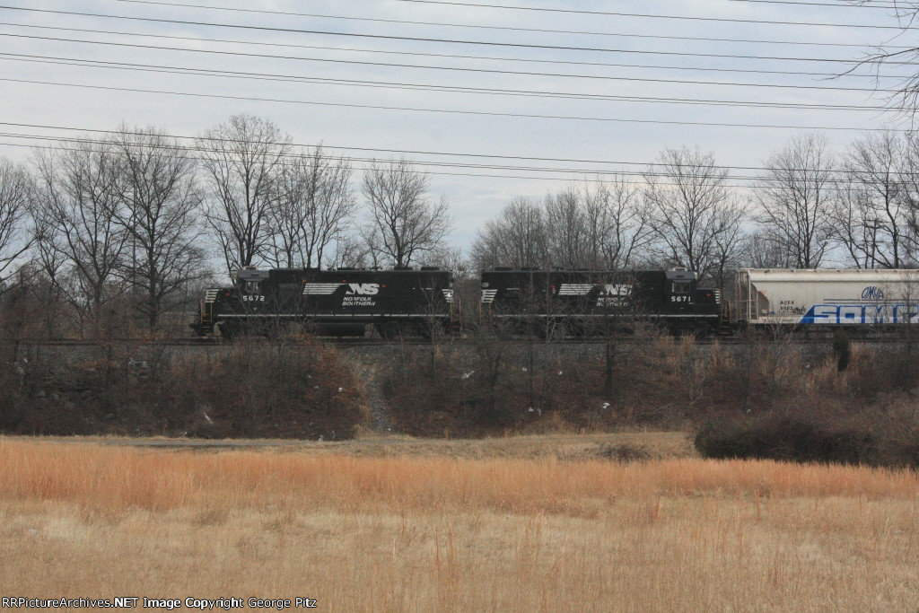 NS 5672 and 5671 on the Sparrows Point Branch