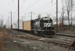 NS 5605 and local freight H6G