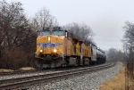 UP 5537 with empty CSX oil train