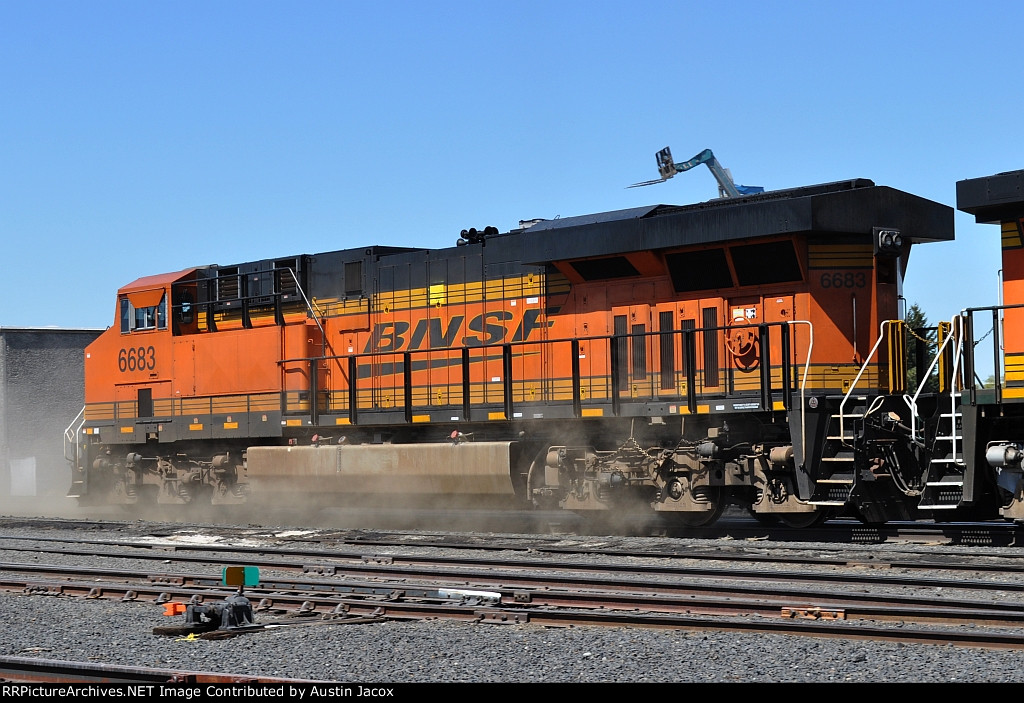 BNSF 6683