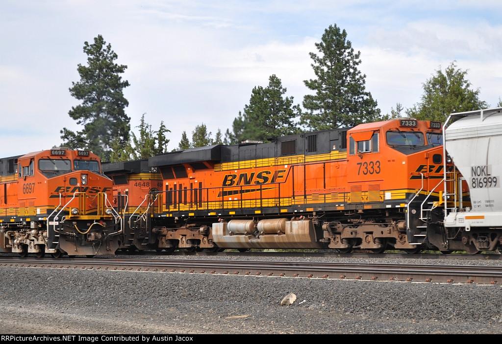 BNSF 6697 & BNSF 7333