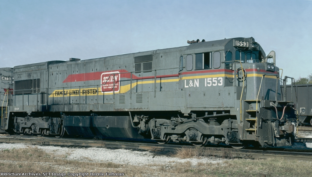Louisville & Nashville U30C #1553 idling on the service track at Atlanta & West Point Railroad's Hulsey Yard