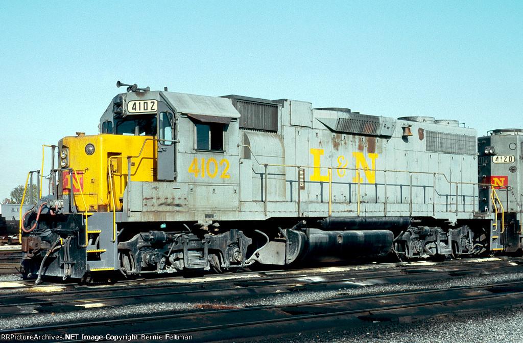 Louisville & Nashville GP38-2 #4102