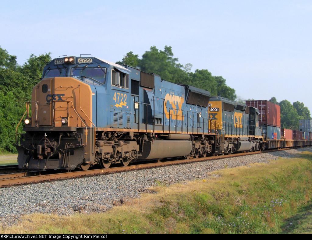 CSX 4722 & 4001 (SD40-3) SB Doublestack