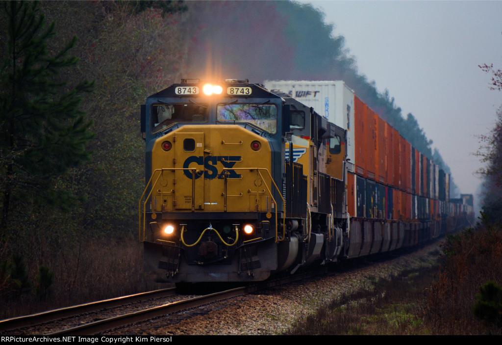 CSX 8743 Q178