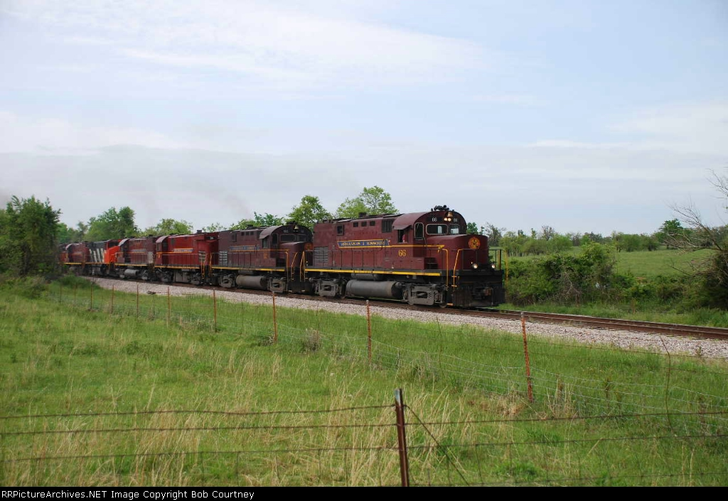 AM 66 leads a big consist south
