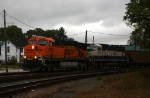 BNSF power leads 665 west