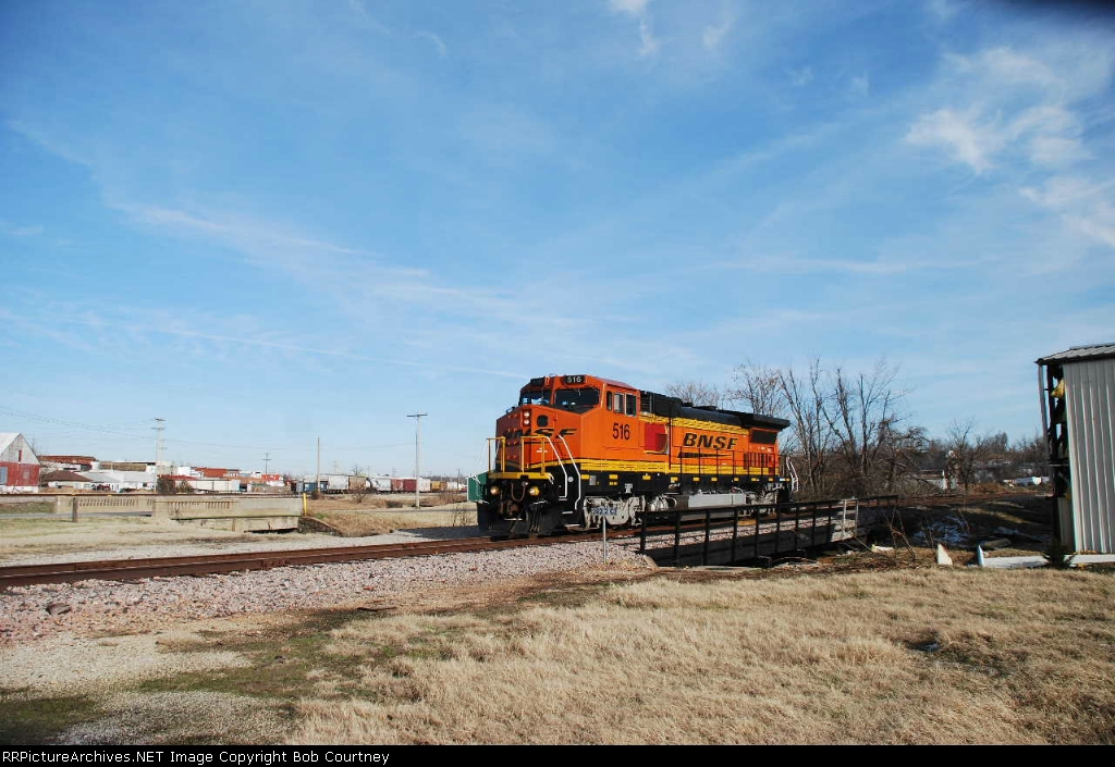 BNSF 516 uses the wye to piont the other way for the trip back to Springfield