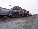 NS K94 local train's pair of C40-9W/C44-9W powers