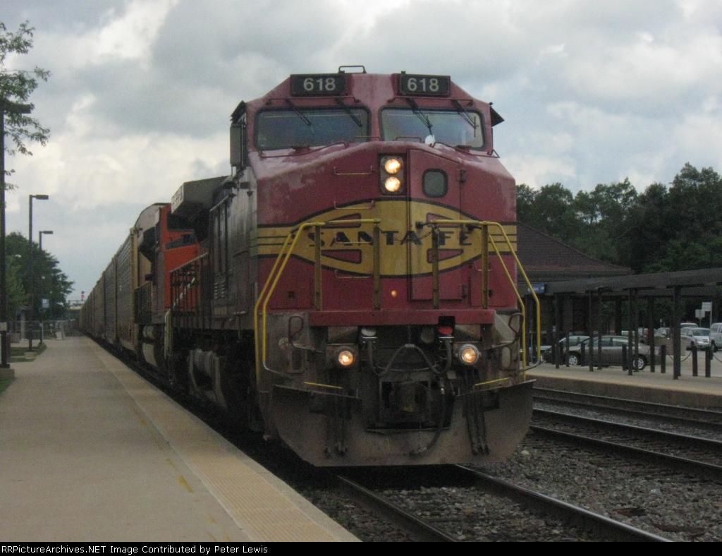 ATSF 618 rolls through on Track 3