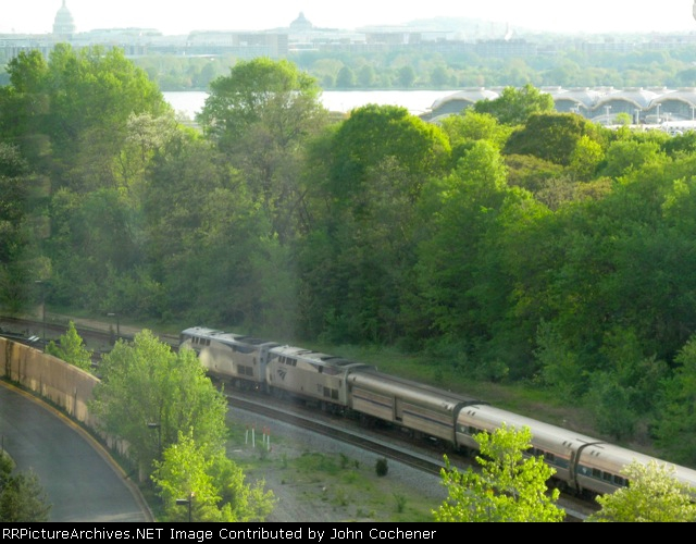 AMTK 1 & 141 leading the Silver Meteor into DC