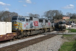 NS 220 meets a NS westbound