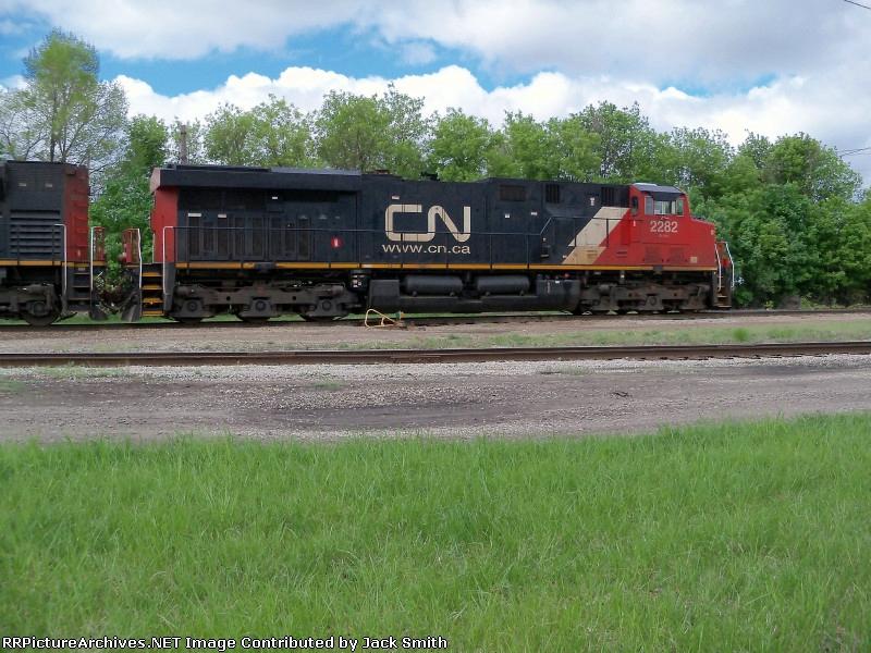 CN 2282
