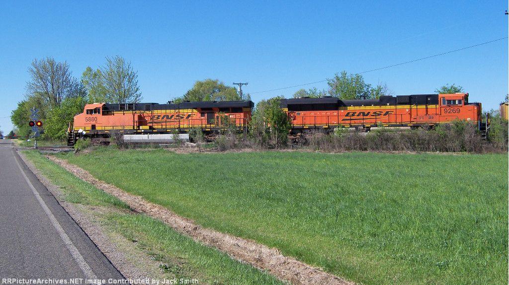 BNSF 5880 & 9269