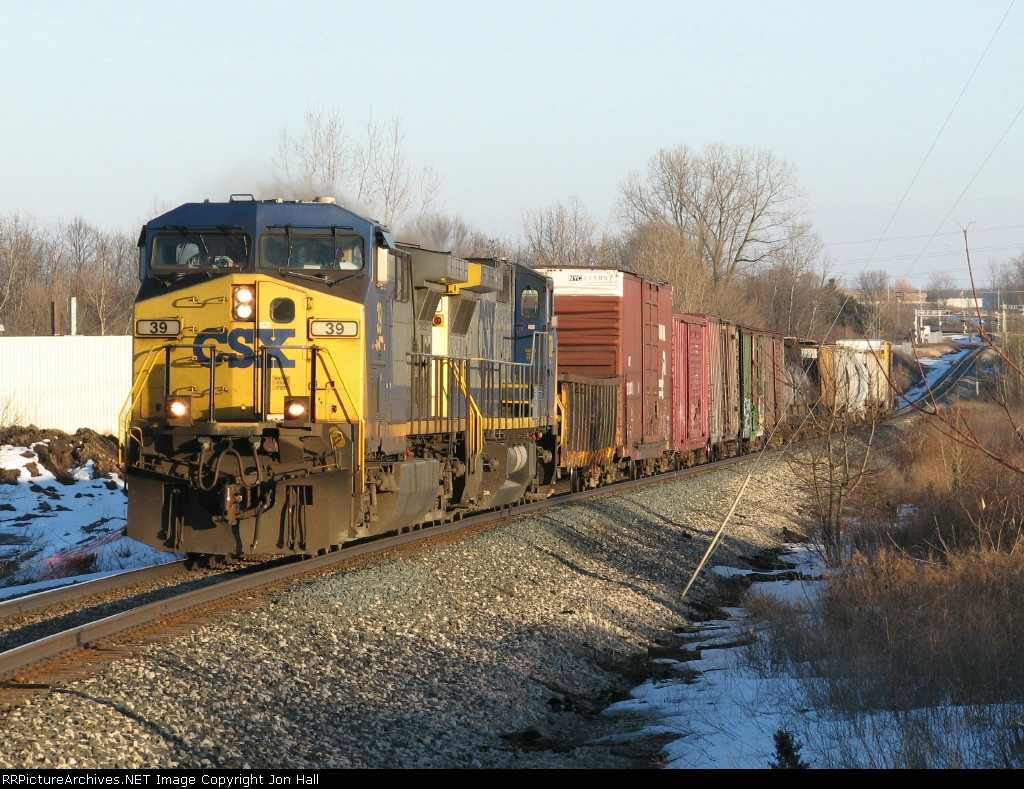 CSX 39 leads Q327-06 out of the sag