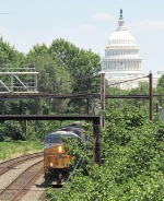CSX 5223 hauling a trainload of crap out of Washington