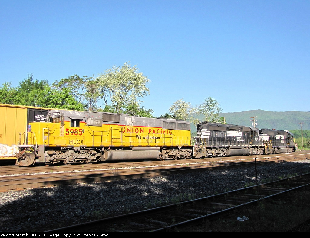 HLCX 5985, NS 3288 & NS 5263