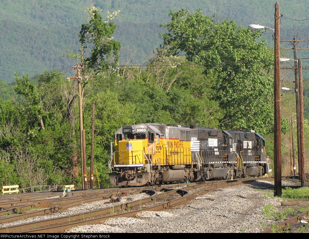 VSO1 is moving three motors through the yard which will lead the SB V91